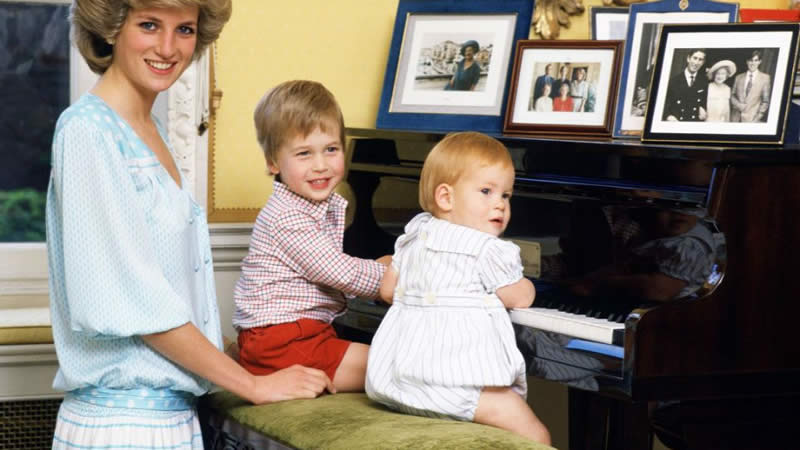 """Prince William Says Diana Would Have Been a """"Nightmare"""" Grandma"""